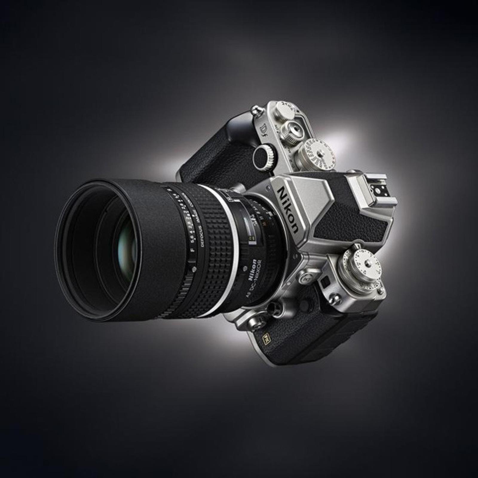 Nikon Df, la potenza del Retrò