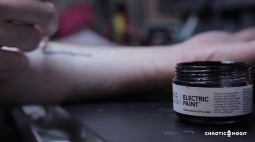 vernice_elettrica_per_tatuaggio