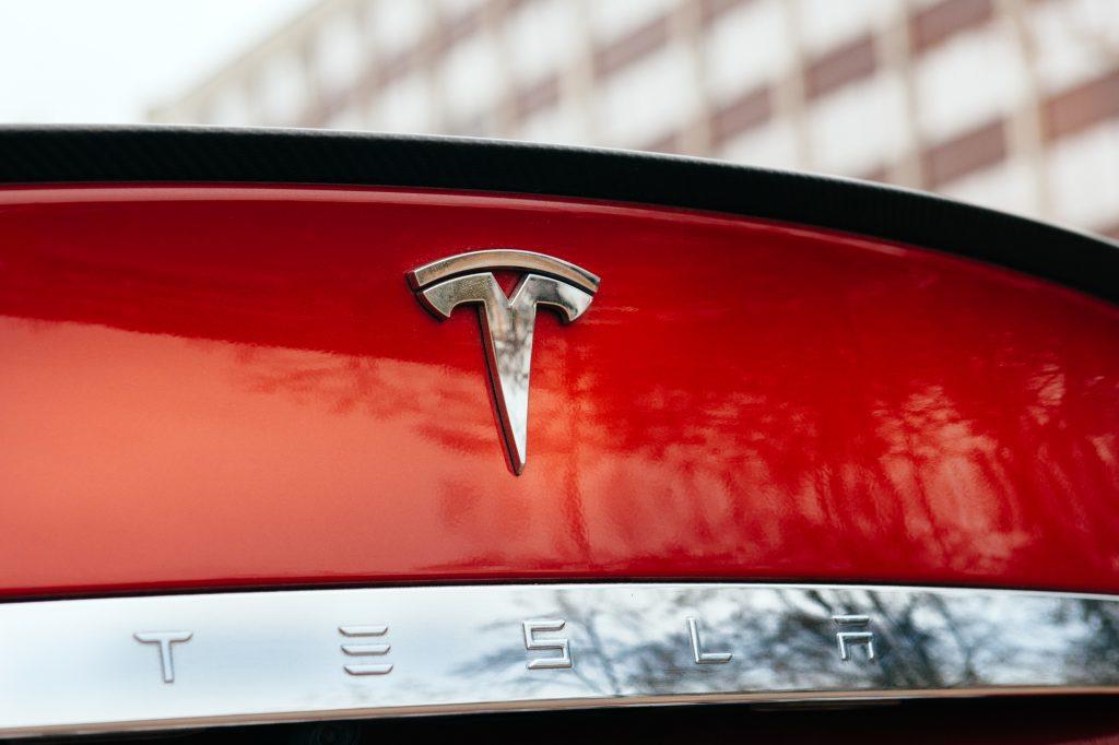 Tesla Autopilot 8.1