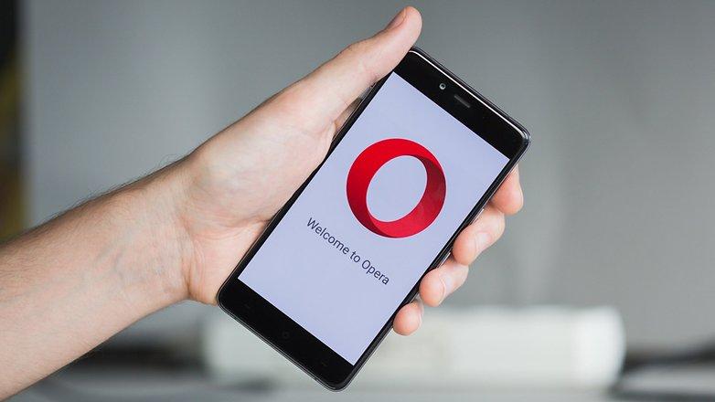 Opera Reborn ha WhatsApp e Messenger integrati