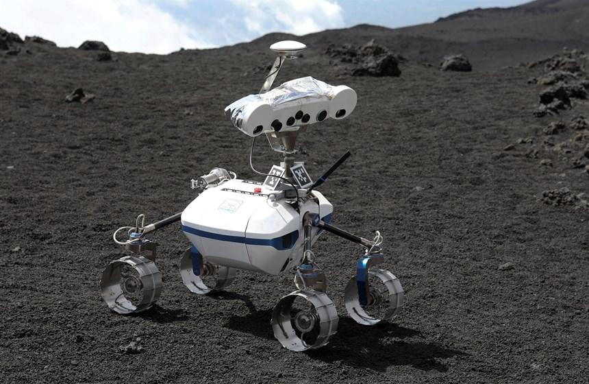 I robot lunari si testano sull' Etna: le immagini