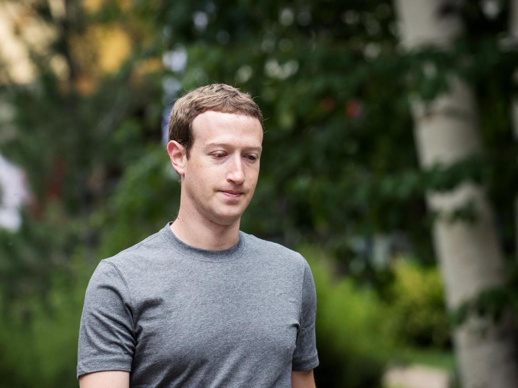 Zuckerberg risponde a Tim Cook e spiega come sarà il futuro di Facebook