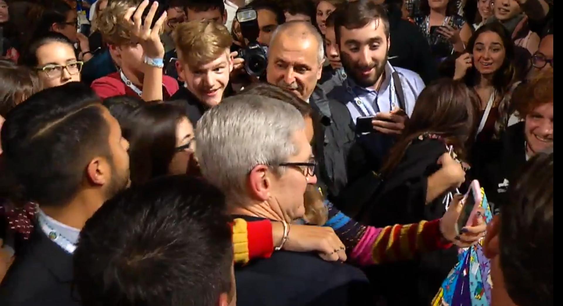 Tim Cook a Firenze : l'abbraccio della folla