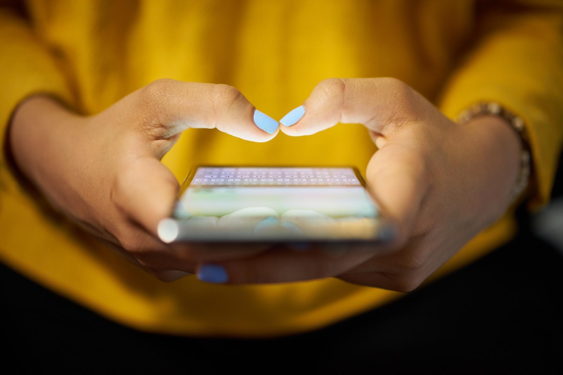 WhatsApp: stop alle catene di sant'Antonio, arrivano gli avvisi di spam