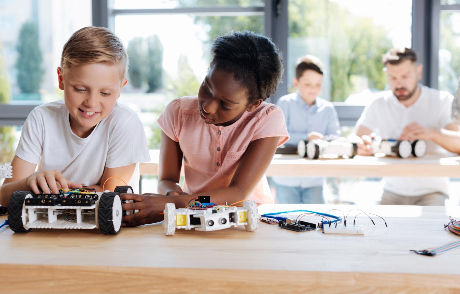 Robotica educativa: cos'è e come può aiutare gli insegnanti nelle scuole