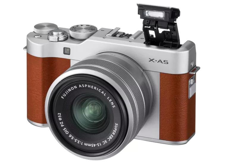 Fujifilm X-A5 la mirrorless con zoom motorizzato