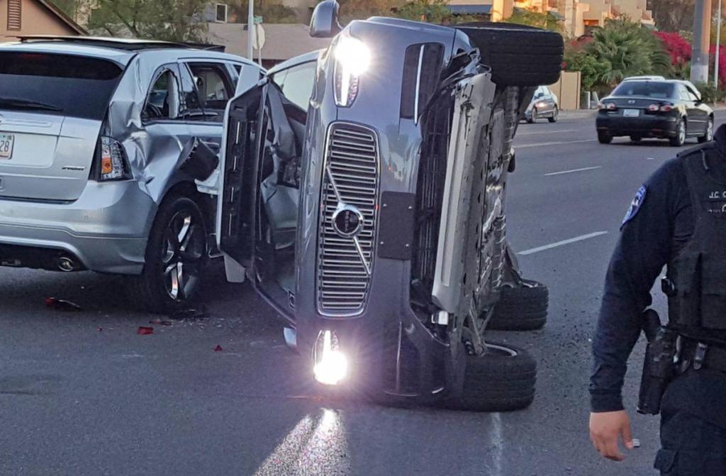Auto uber guida autonoma uccide donna