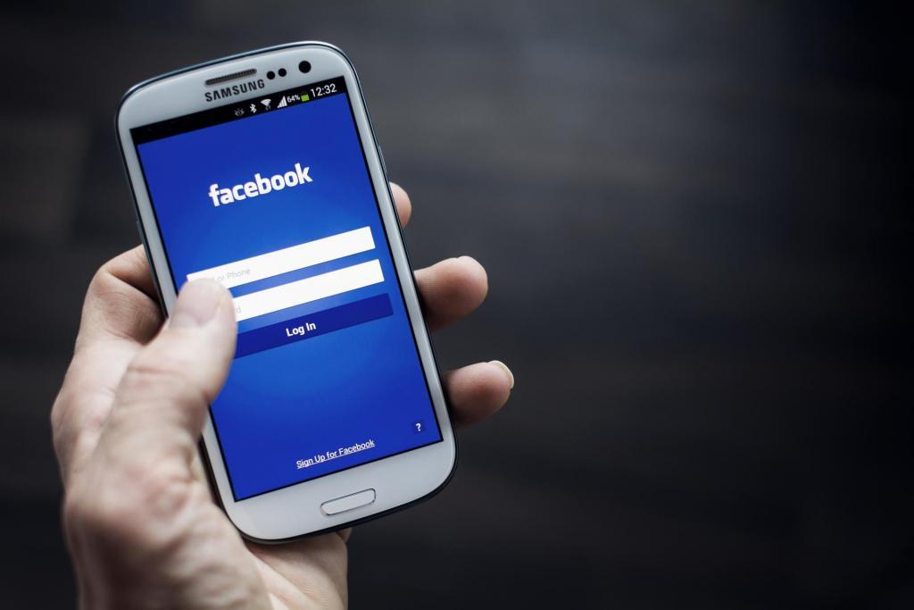 facebook ascoltava telefonate