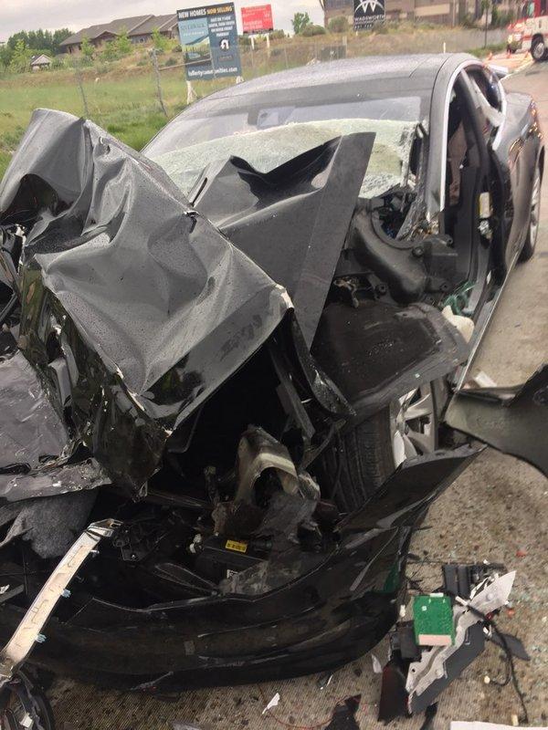 incidente tesla con autopilota