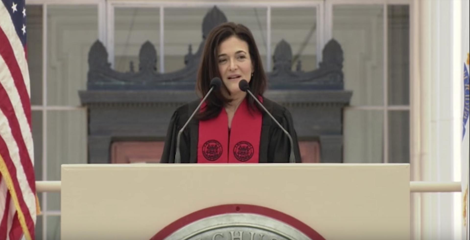 """Il discorso di Sheryl Sandberg al MIT: """"Lottate affinché la tecnologia faccia del bene"""""""