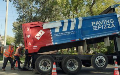 La pizza ripara le strade: l'idea geniale di Domino's Pizza