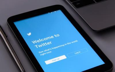 """Twitter punta sulle notizie con """"Argomenti"""" e la nuova versione di """"Momenti"""""""