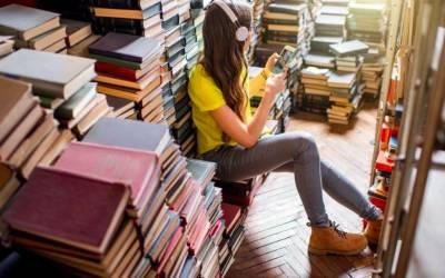 Sì è vero, gli adolescenti non leggono libri e preferiscono messaggi e social
