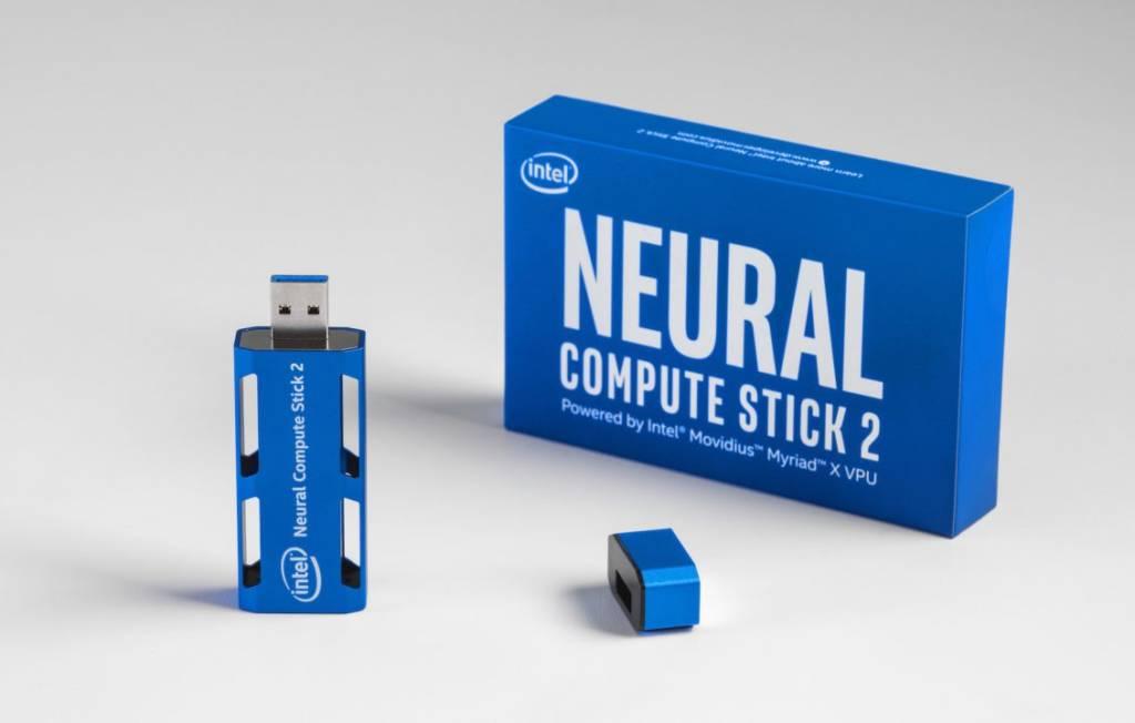 intelligenza artificiale su chiavetta USB: Intel Neural Compute Stick 2,