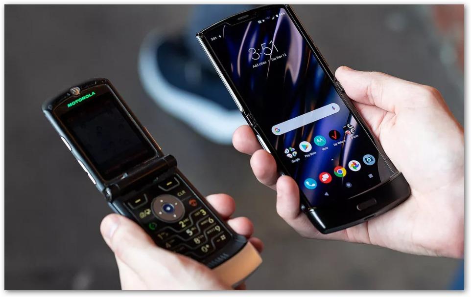 Motorola Razr il vecchio (a dx) e il nuovo (a sx)