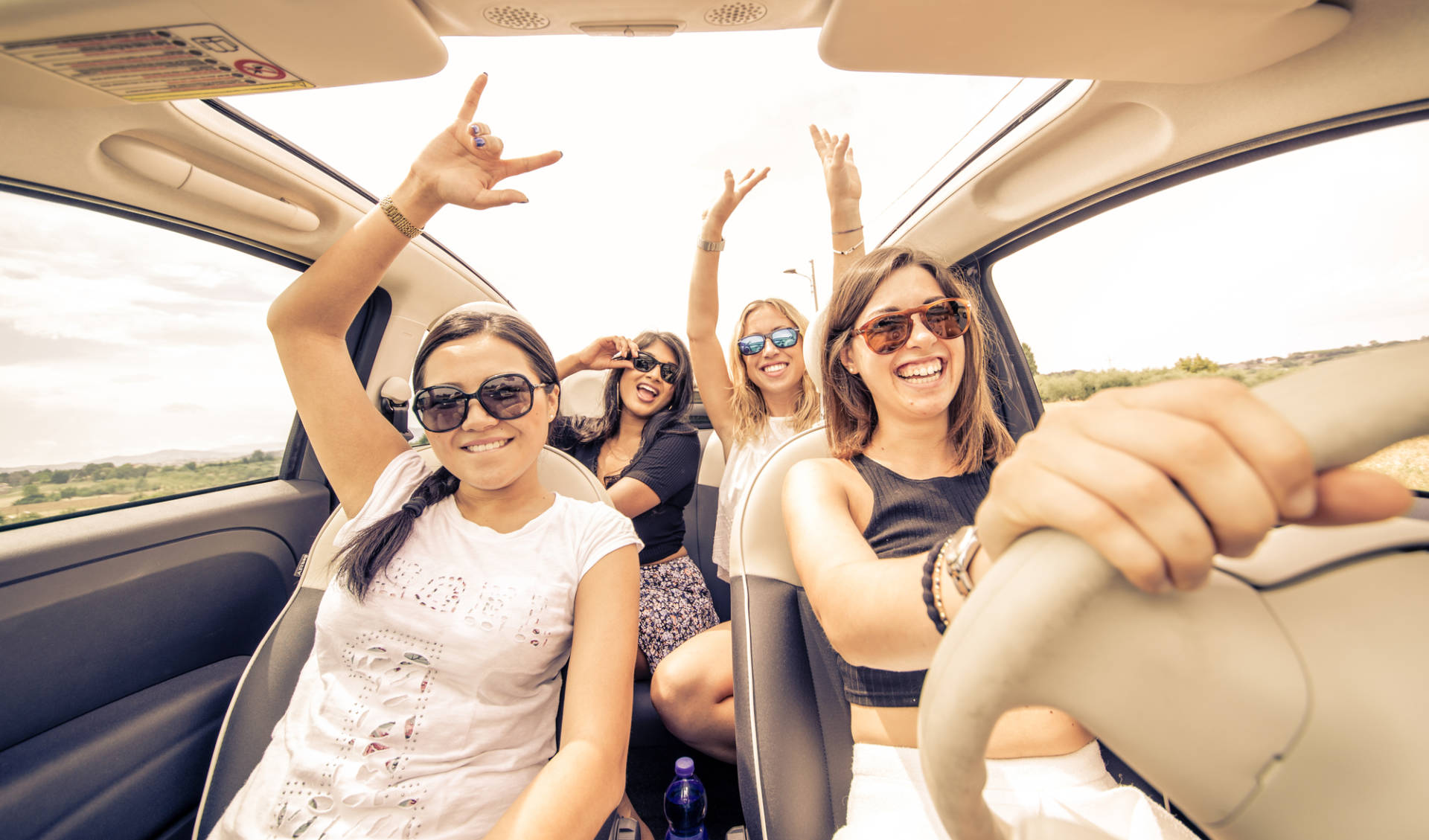 Le canzoni più ascoltate in auto: ecco la classifica Waze e Spotify