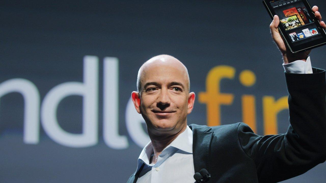Jeff Bezos non sarà più il CEO di Amazon, i perché e chi lo sostituisce