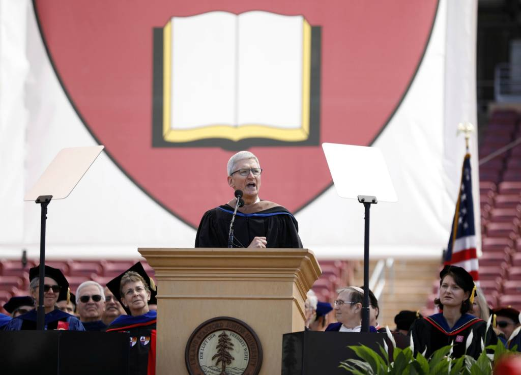 Tim Cook discorso a Stanford