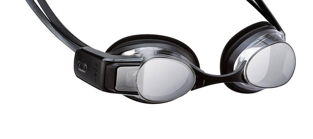 Gli occhialini da nuoto smart, i primi