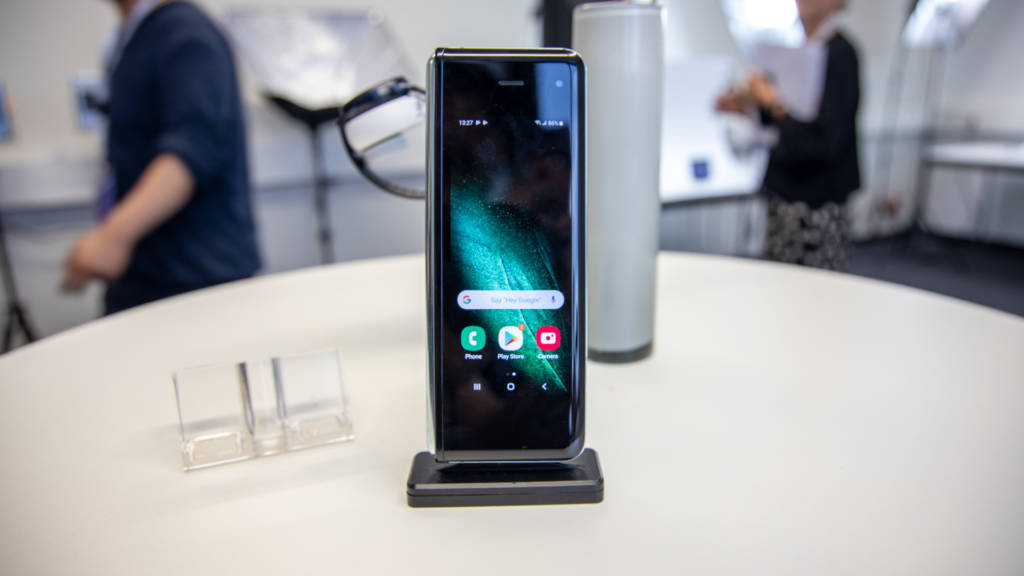 Samsung Galaxy Fold si piega