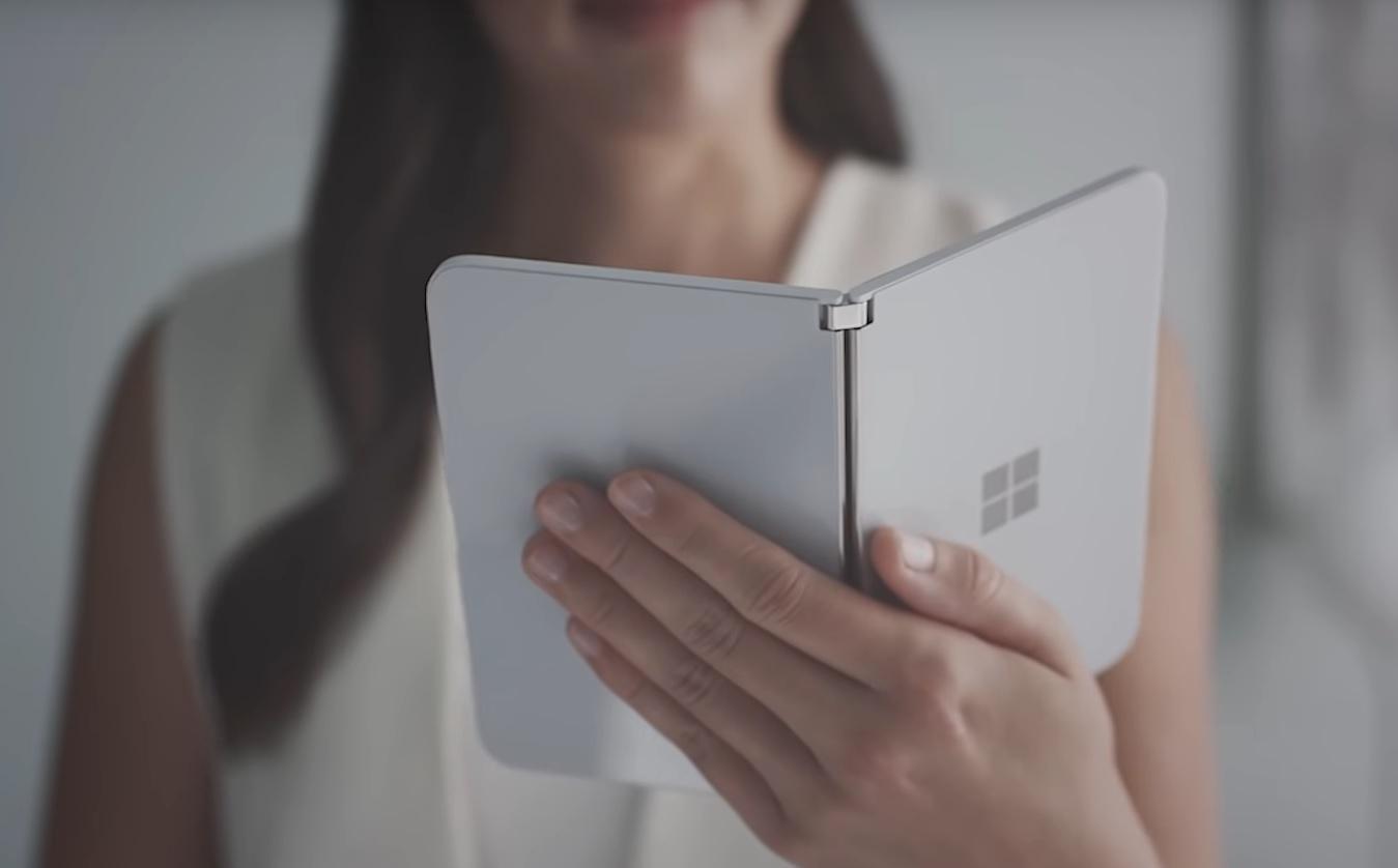 """Surface Duo: quello strano """"smartphone pieghevole"""" di Microsoft"""