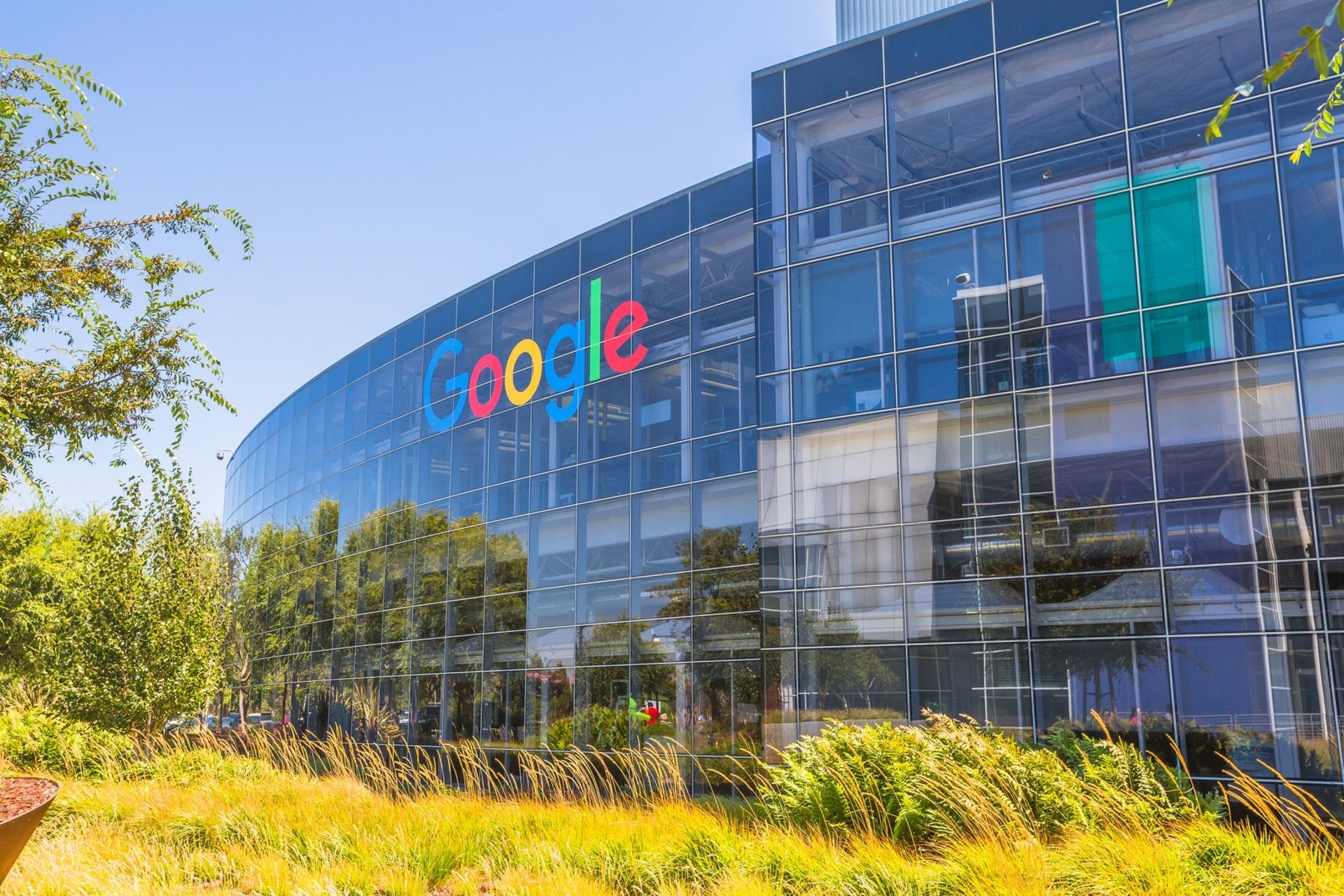 Google accusato dai suoi dipendenti: 'Ci state spiando'