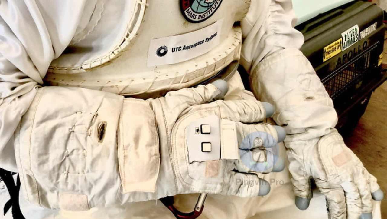 NASA: un guanto intelligente per comandare i droni