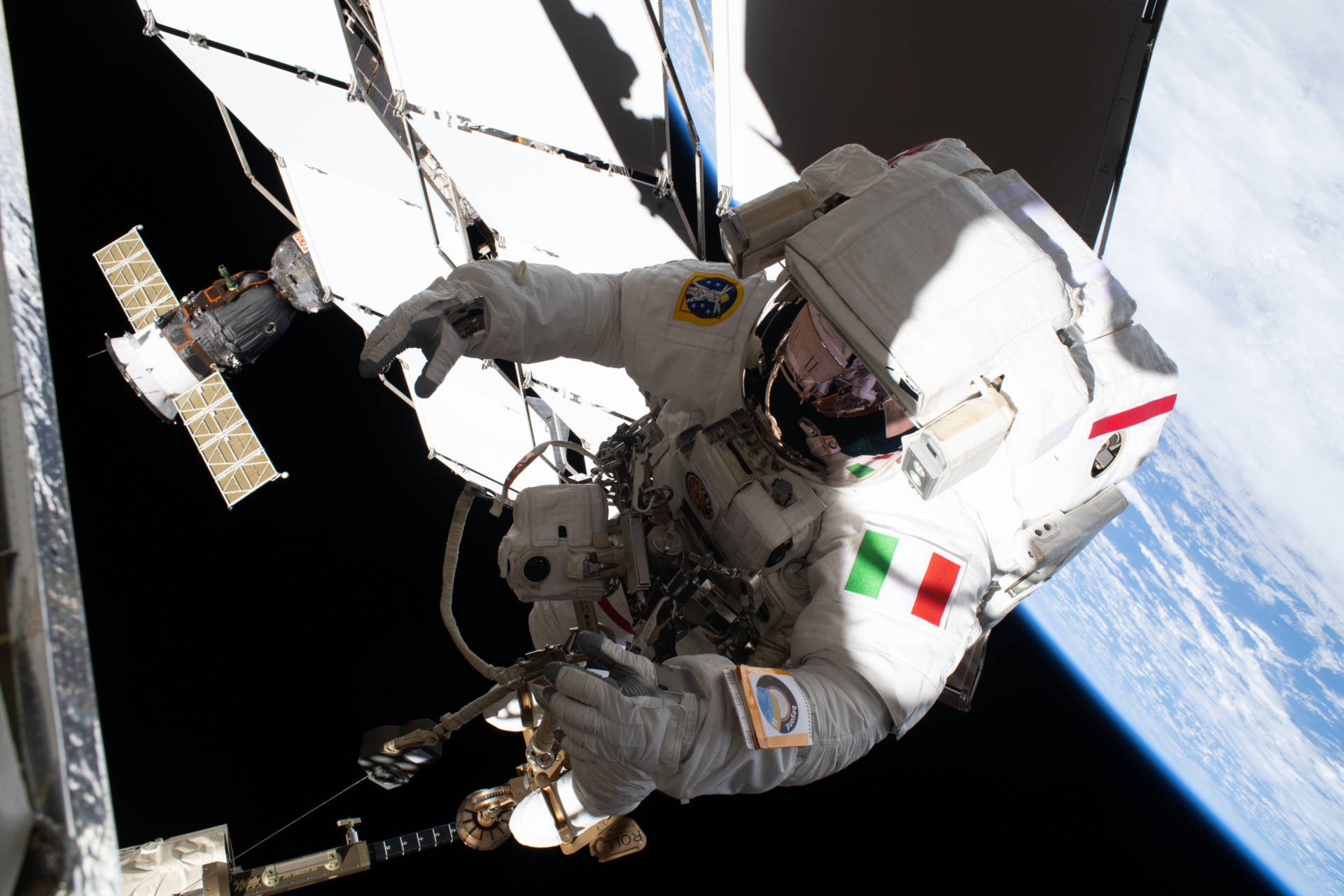 Luca Parmitano, la passeggiata spaziale in live streaming