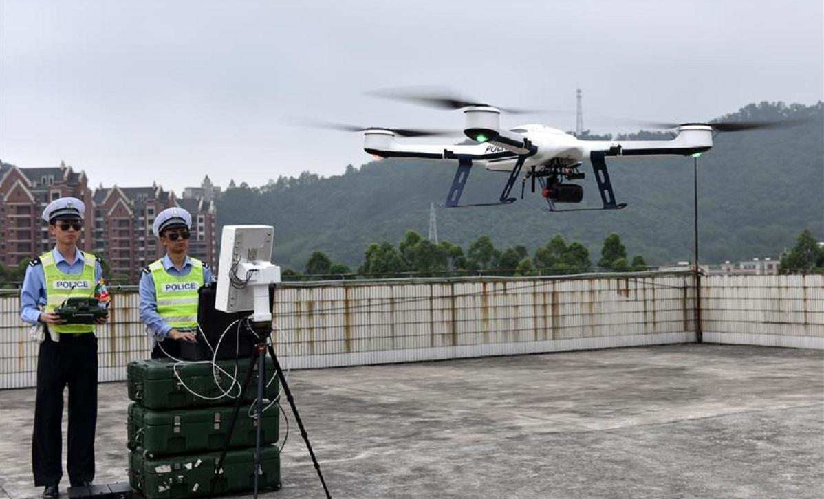 Coronavirus: droni e robot per contenerlo, usati in Cina