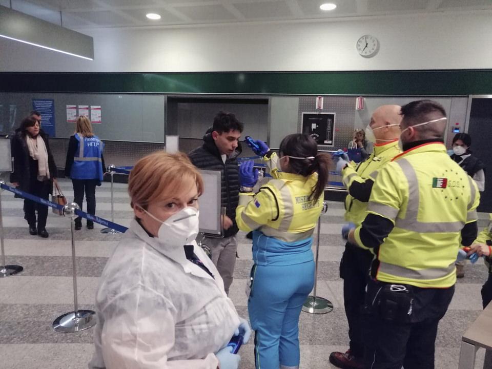 regole coronavirus in aeroporto