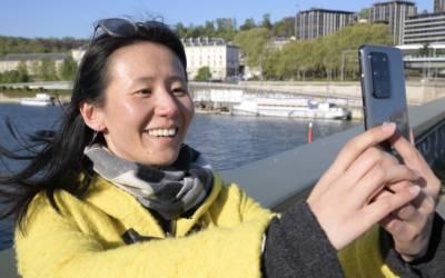 Sblocco smartphone con una risata, il nuovo tratto biometrico in fase di studio