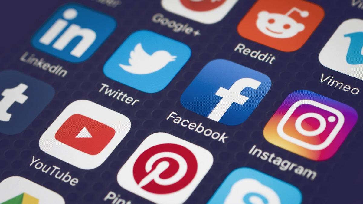 """Protezione dei dati sui social network: LinkedIn sul podio della """"fiducia digitale"""""""