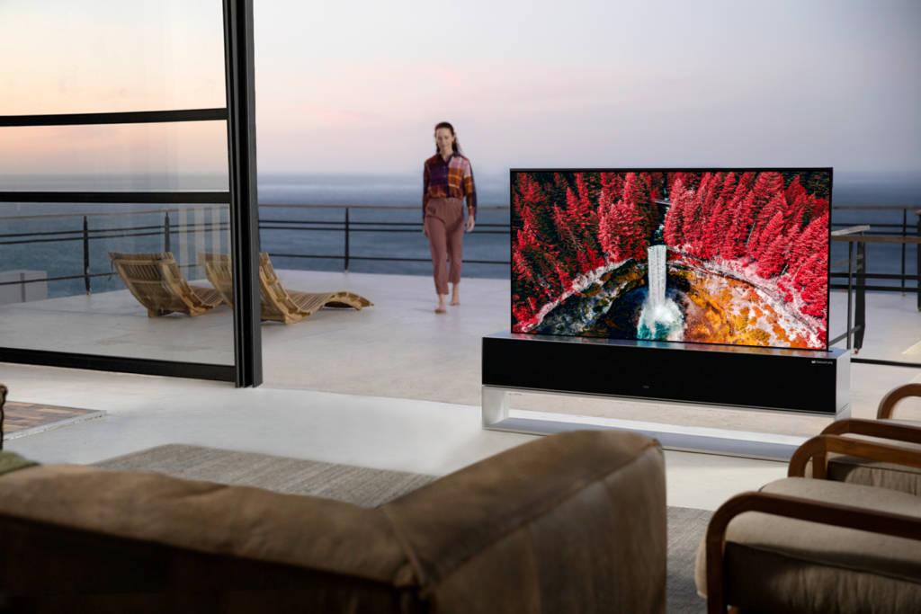 LG SIGNATURE OLED R: annunciato il primo TV arrotolabile al mondo