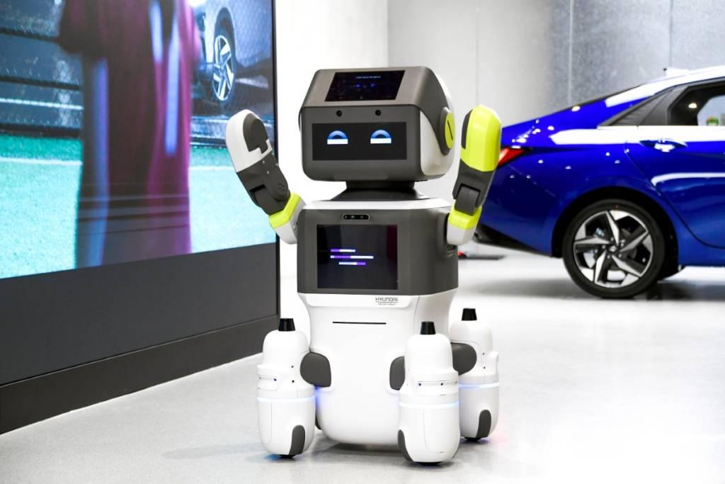 Hyundai DAL-e: il robot che vende auto sfruttando l'intelligenza artificiale