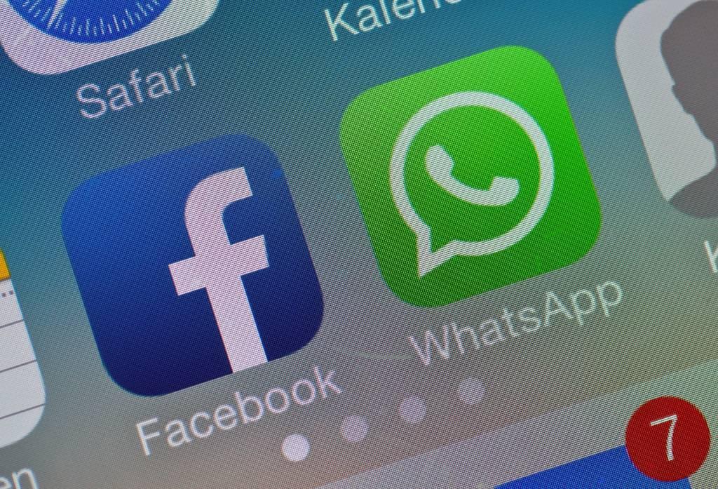 privacy su whatsapp condivisione facebook