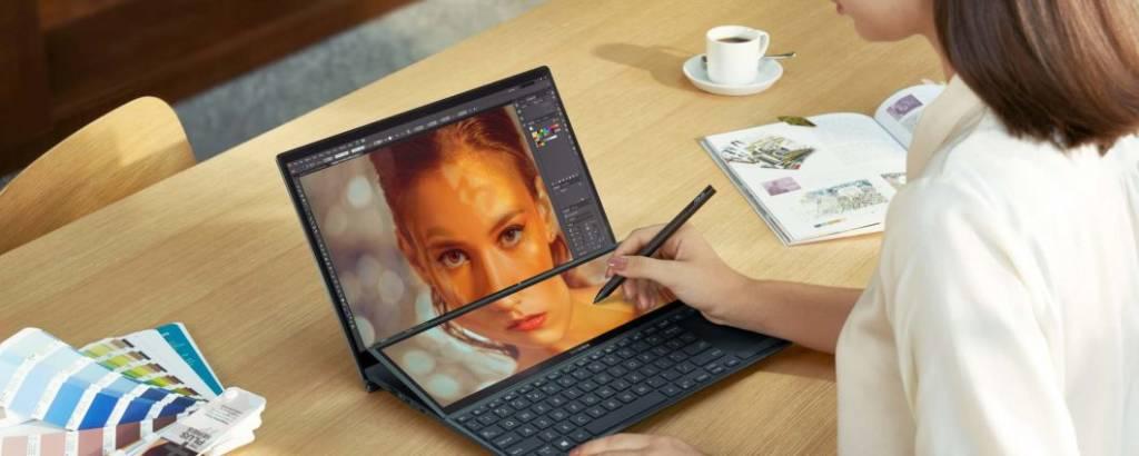 ASUS ZenBook Duo 14 UX482 schermo inclinabile