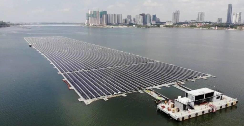 impianto fotovoltaico sul mare a Singapore