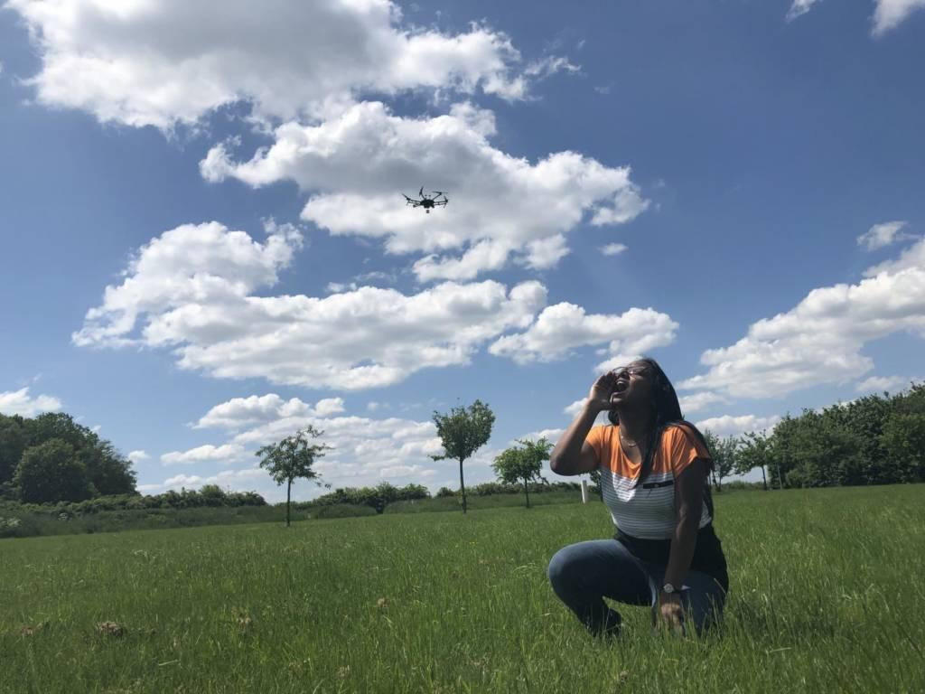 droni a riconoscimento vocale